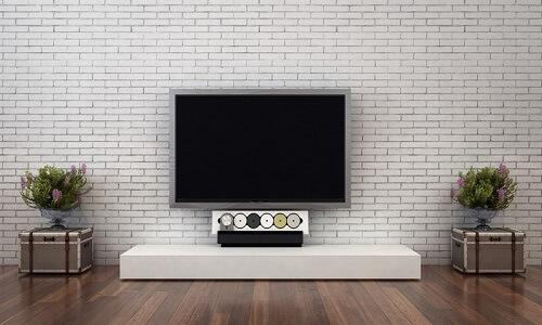 קיר בריקים לבנים לטלוויזיה