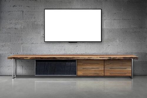 קיר בטון מודרני מאחורי הטלוויזיה