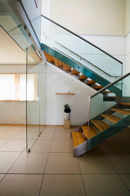 צביעת מדרגות עץ